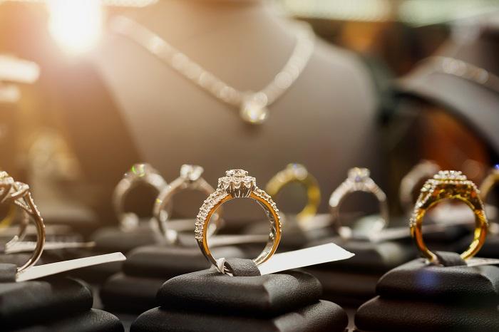 zakup biżuterii przez internet